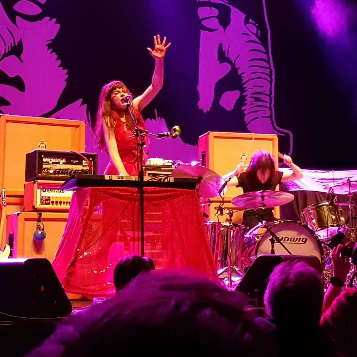 Le Butcherettes supporten At The Drive-In in der Sporthalle (Foto: Marius Soyke)