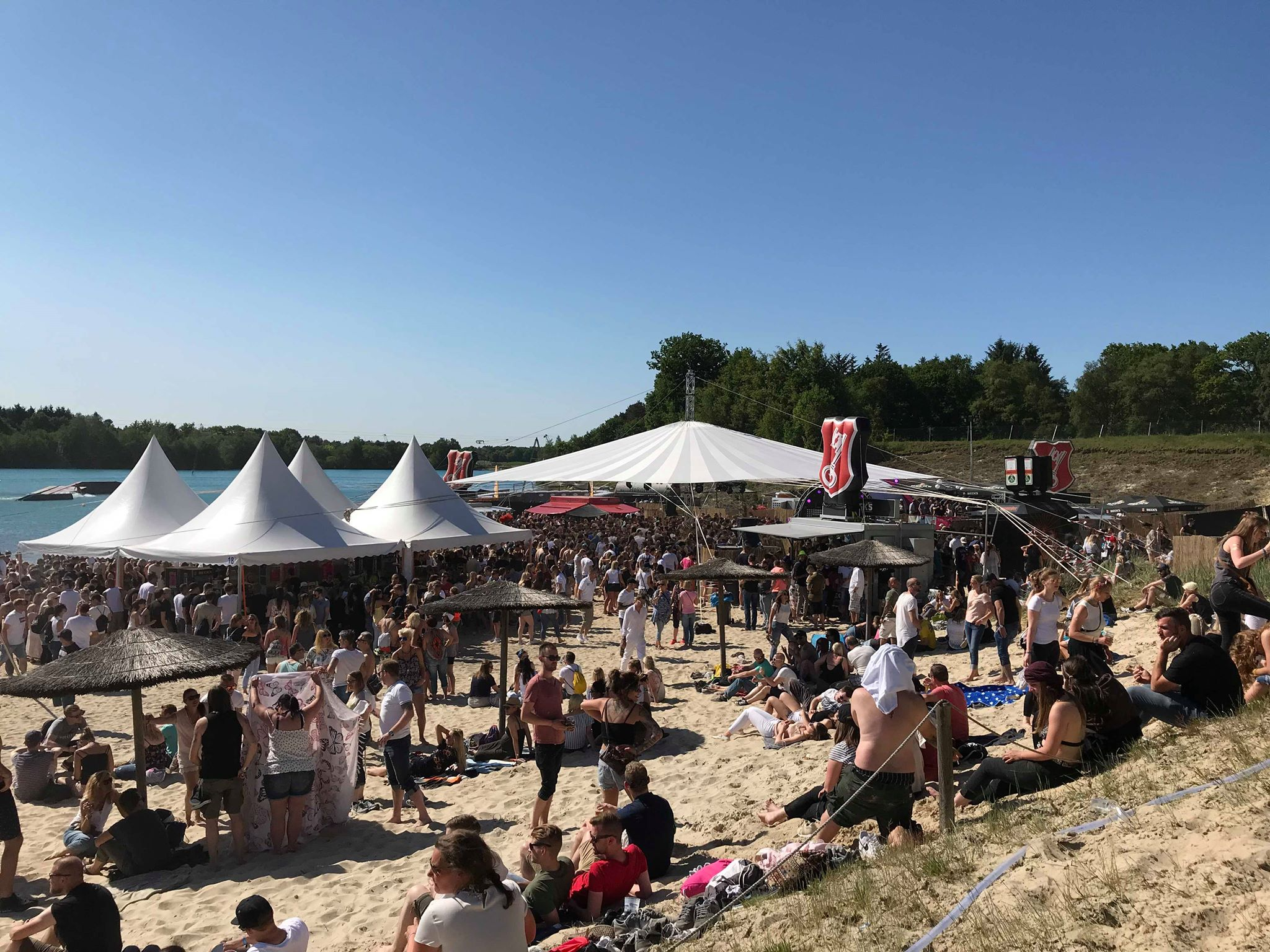 Überblick über Stand und Stage beim Oldenbora Festival (Foto: Mirko Wolf)